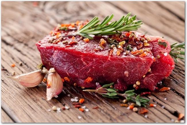 赤みのブロック肉とスパイス