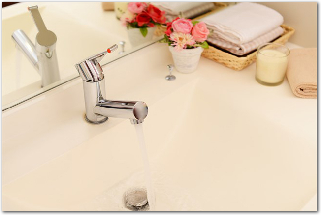 洗面所の真っ白いシンク