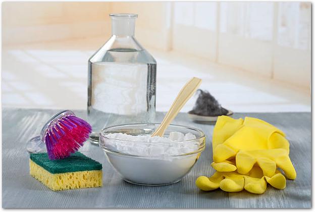天然洗剤と掃除道具